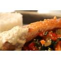 Zalmfilet, gewokte groenten, rijst en gembersaus